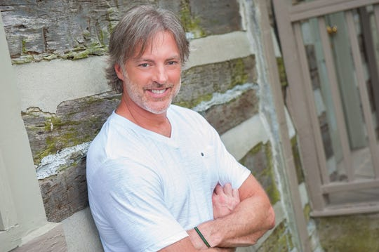 "Darryl Worley will play the Grand Ole Opry on Friday and sign copies of his new album ""Second Wind: Latest & Greatest"" after the show."