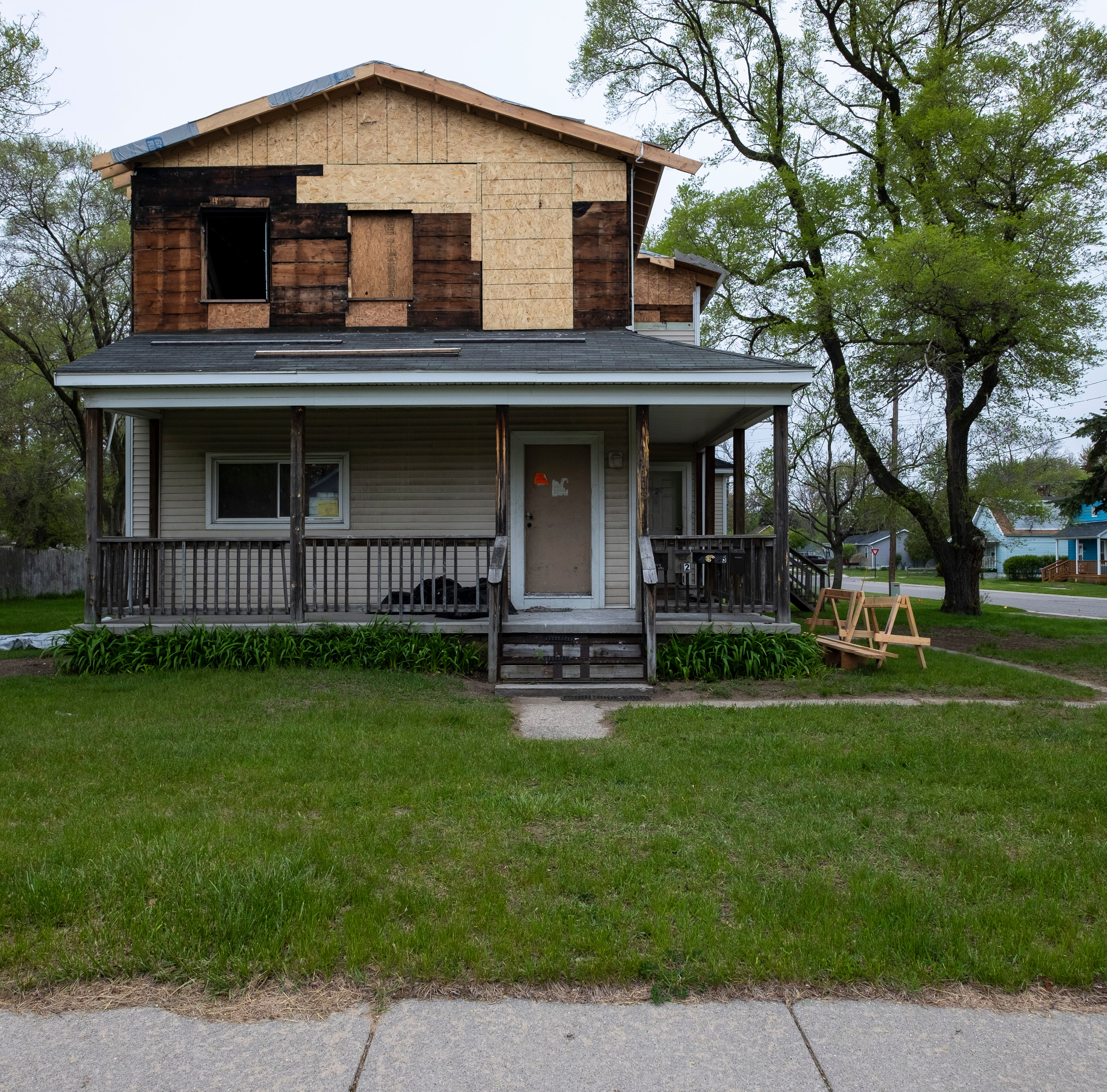 City, neighbors grapple with damaged house 3 years after meth fire