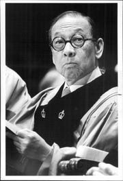 I.M. Pei receives an honorary degree from the University of Rochester in 1982.