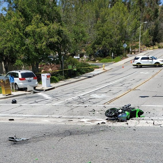 Motorcyclist killed in crash near mall in Thousand Oaks