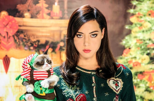"Aubry Plaza and 'Grumpy Cat' in a promo photo for the television motion picture ""Grumpy Cat's Worst Christmas Ever."" CREDIT: Lifetime [Via MerlinFTP Drop]"
