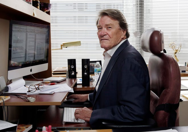 """60 Minutes"" correspondent Steve Kroft, on Sept. 12, 2017, will retire from the news magazine at Sunday's season finale."