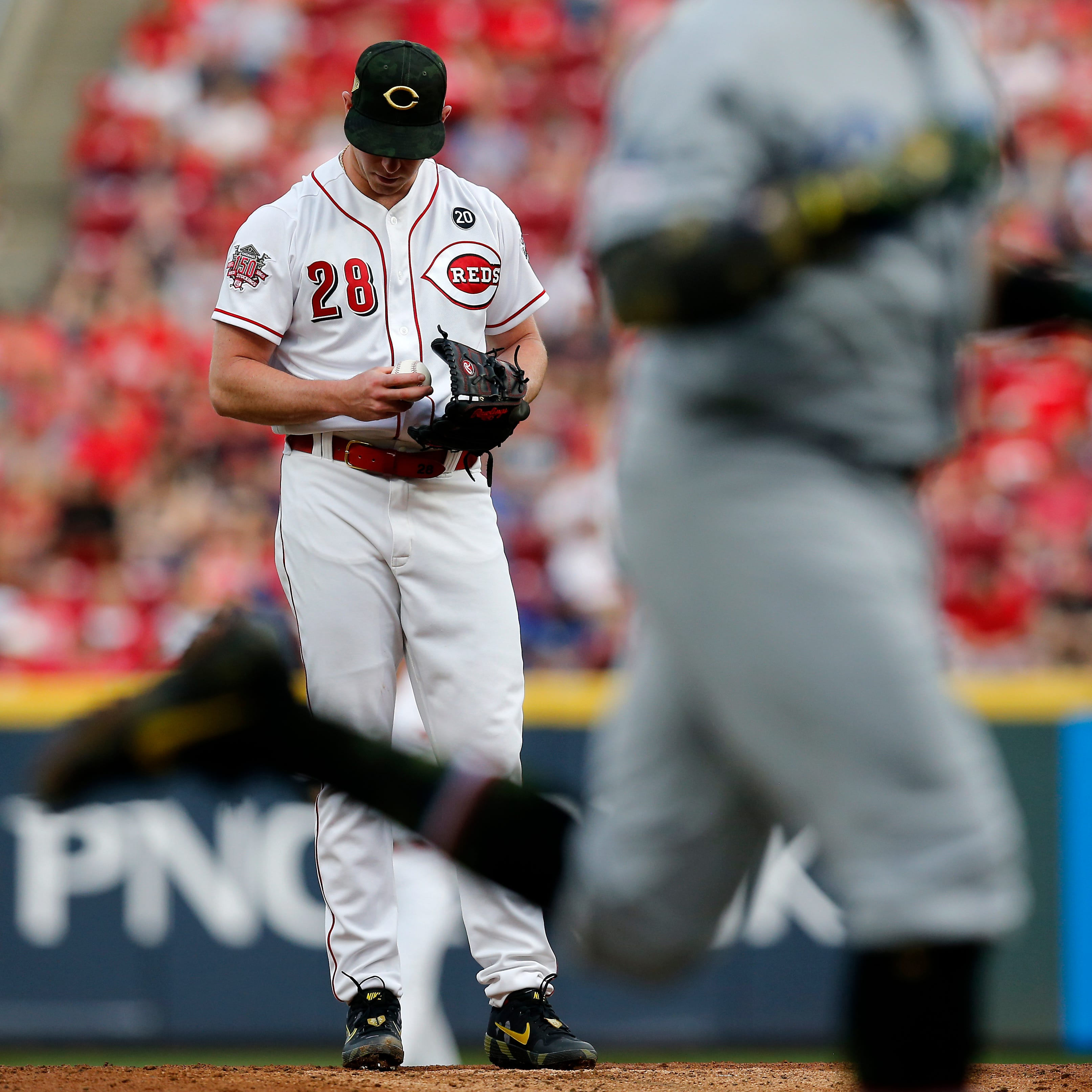 Home runs hurt Anthony DeSclafani, Cincinnati Reds in loss to Los Angeles Dodgers