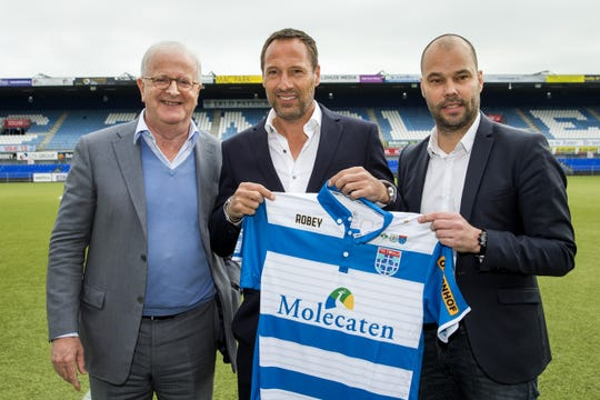 Newly-appointed coach of PEC Zwolle football club John van't Schip (C) poses with the club's chairman Adriaan Visser (L) and the technical director Gerard Nijkamp (R) during his official presentation on April 3, 2017 in Zwolle in the Netherlands.