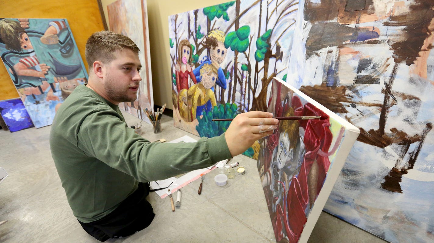 Iowa veteran who lost both legs in combat finds life, purpose in painting