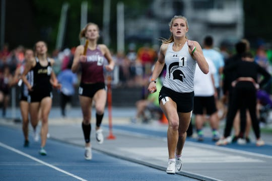 Solon's Erin Kerkhoff races in the 3A 4x400-meter race during the 2019 State Track Meet on Friday, May 17, 2019, in Des Moines.