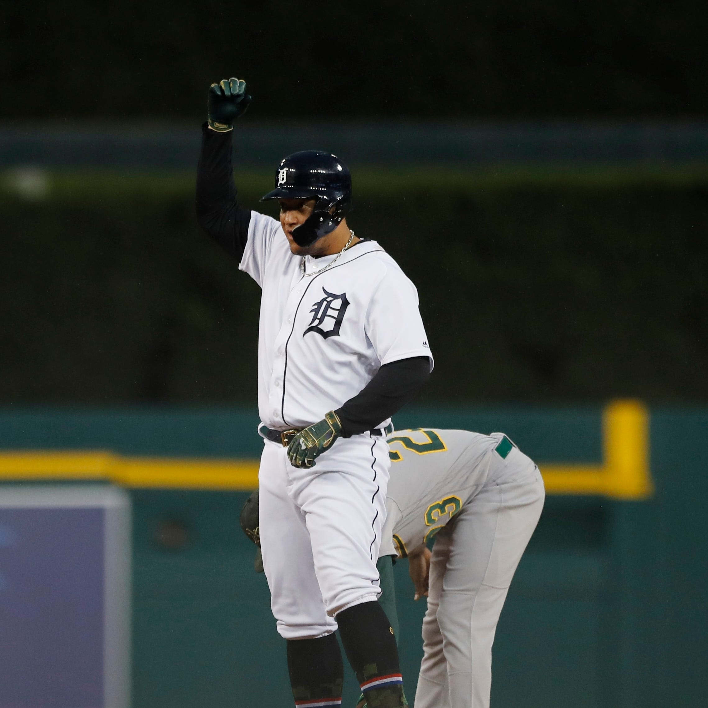 Tigers lose 5th straight, Miguel Cabrera ties Lou Gehrig on hits list