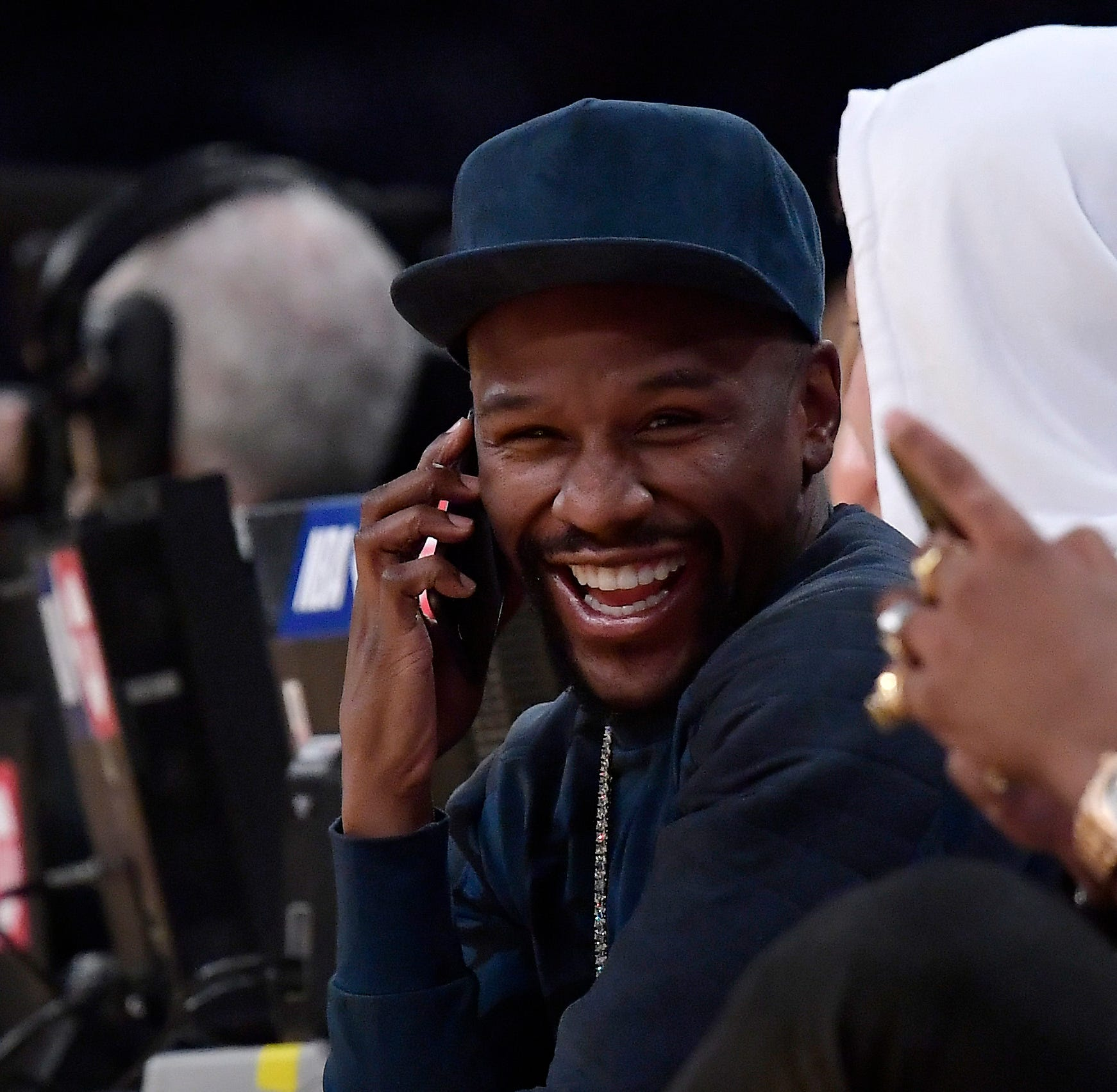 Floyd Mayweather Jr. appears at 'Bicentennial Beatdown' bouts in Memphis