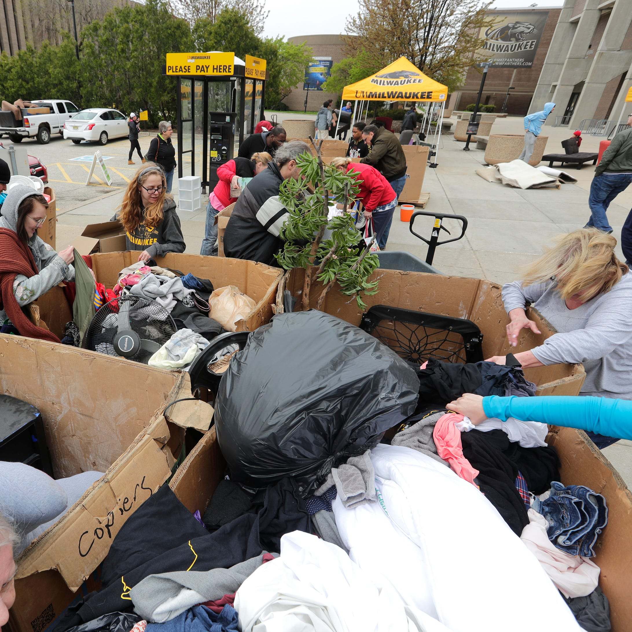 UWM students dump unwanted furniture, home goods at campus event, keeping neighborhood curbs clean