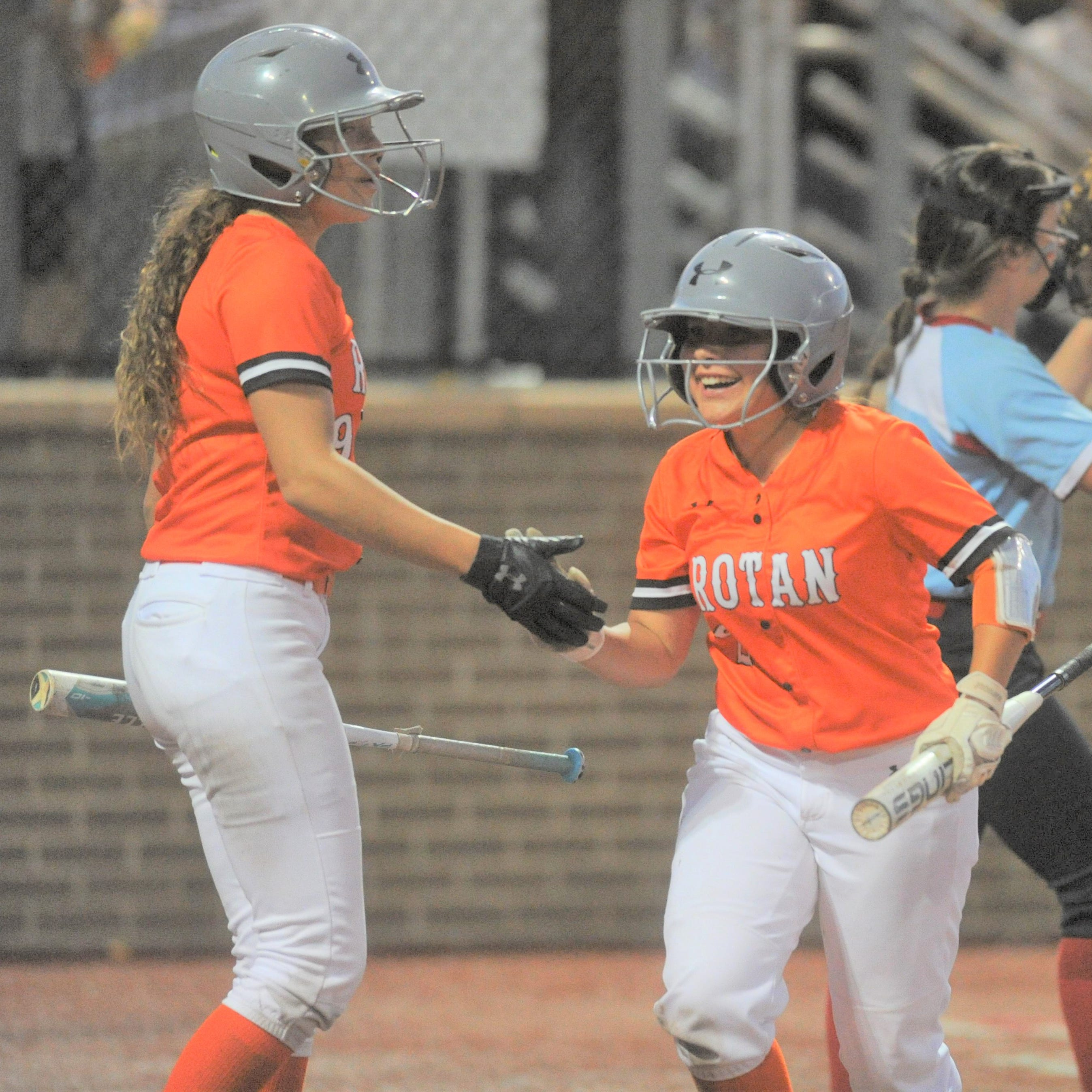 Gail Borden County takes consecutive one-run games to oust Rotan in Region I-1A final