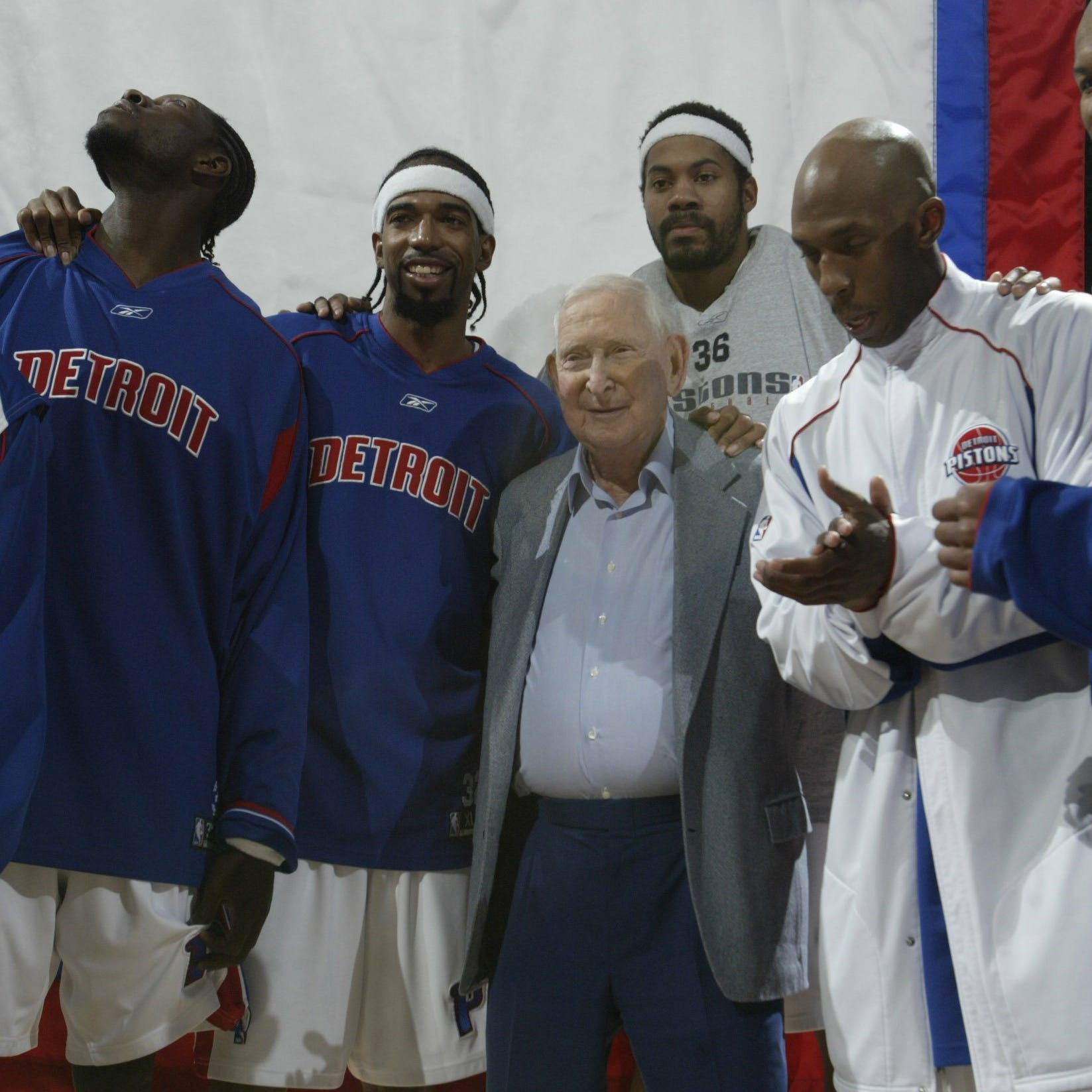 Pistons owner Bill Davidson gathers with players...