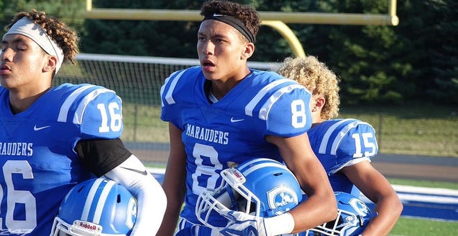 Gibraltar Carlson wide receiver Ian Stewart has verbally committed to Michigan State.