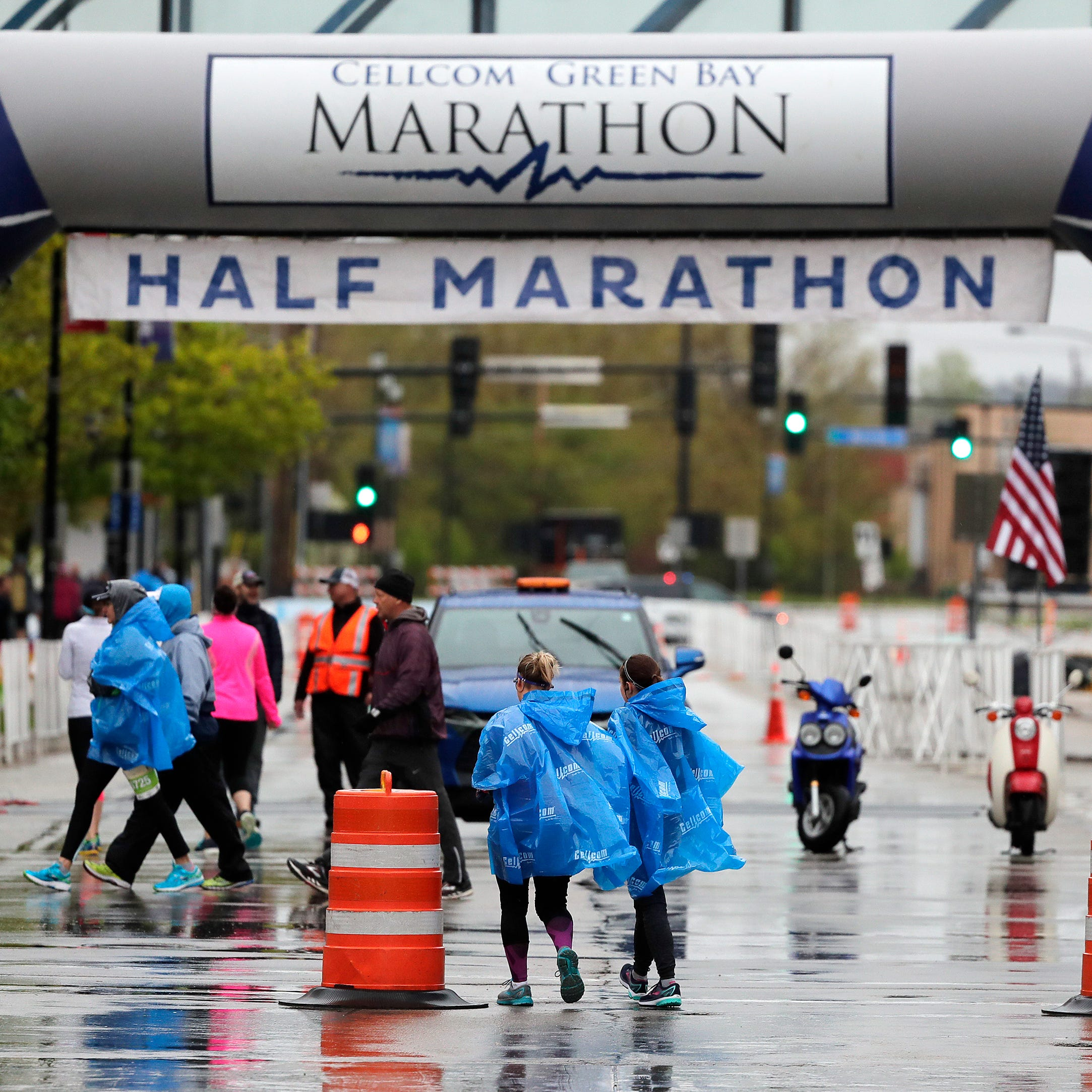 Flooding cancels full marathon but doesn't dampen spirits at Cellcom Green Bay Marathon