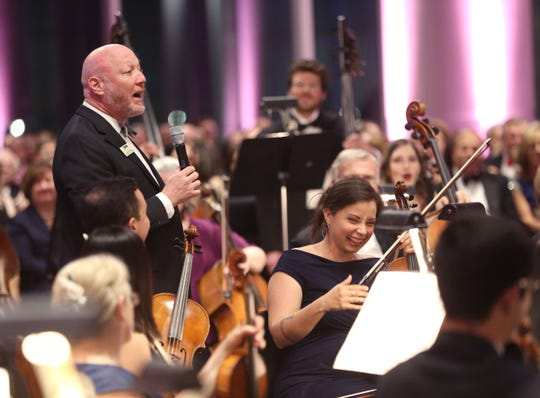 MSO president Mark Niehaus draws laughter from violist Samantha Rodriguez at the Symphony Soiree in 2019.