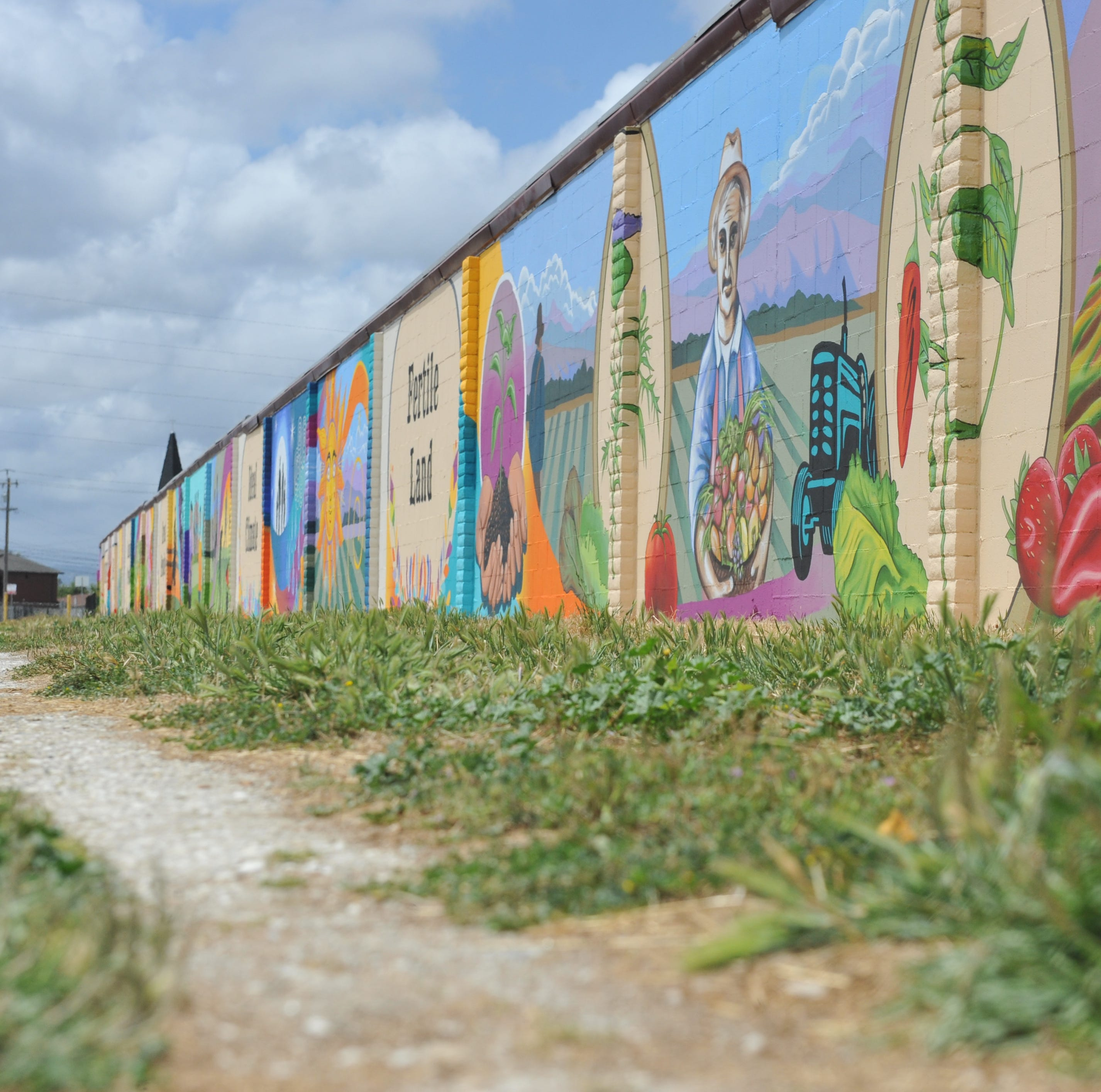New Salinas mural spans close to 600 feet, paying homage to local history, agriculture