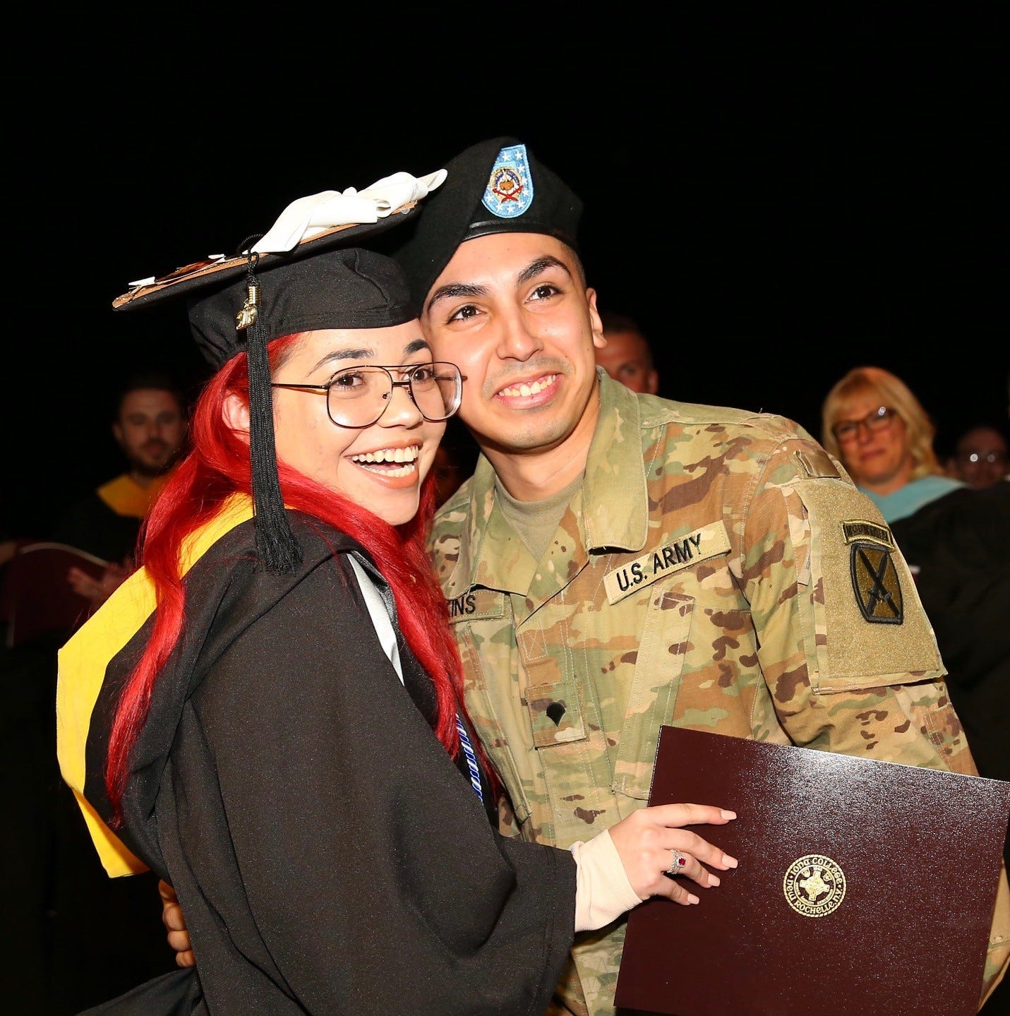 U.S. Army specialist surprises wife at Iona graduation