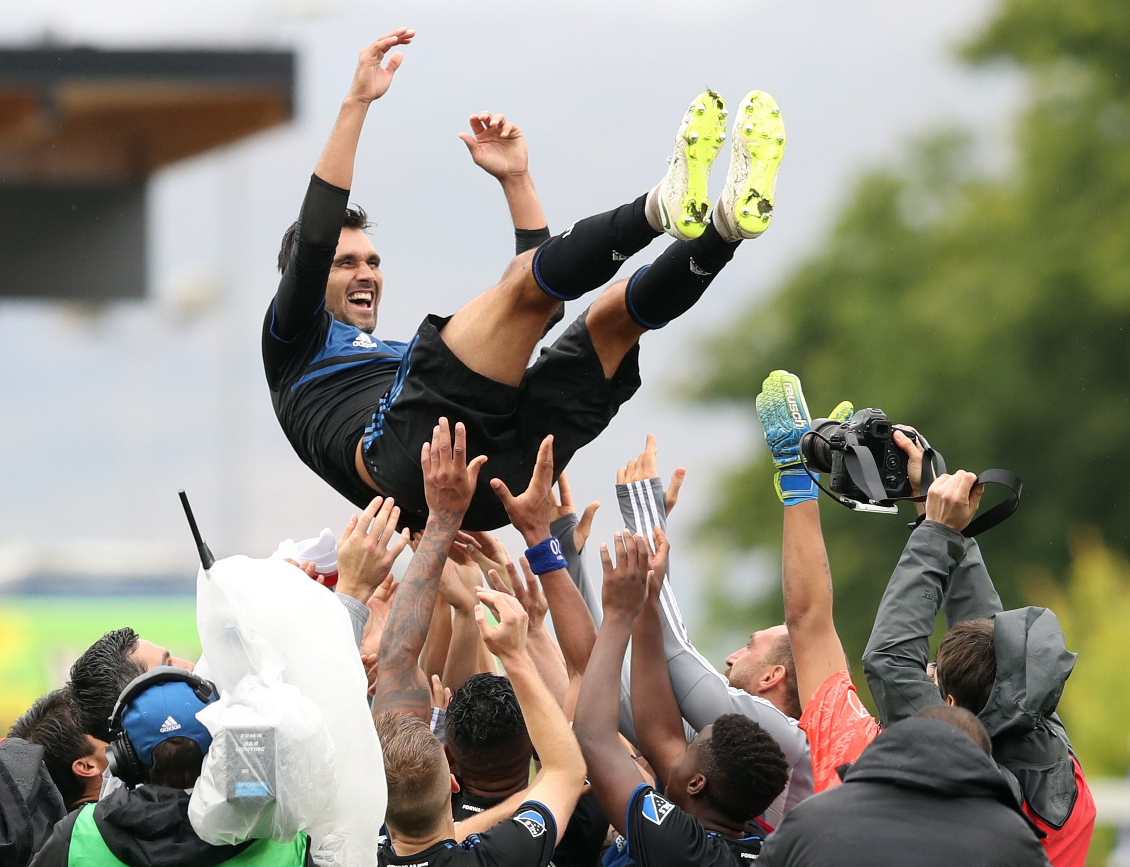 San Jose Earthquakes' Chris Wondolowski breaks Landon Donovan's MLS goals scored record