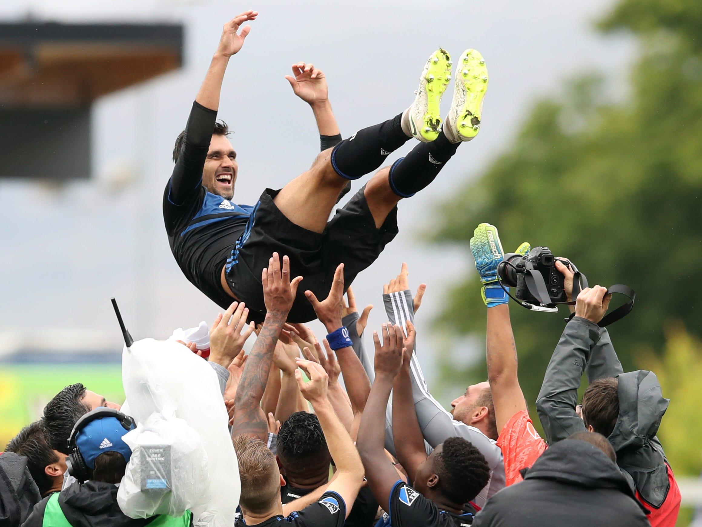 San Jose Earthquakes' Chris Wondolowski breaks Landon Donovan's MLS goals scored record