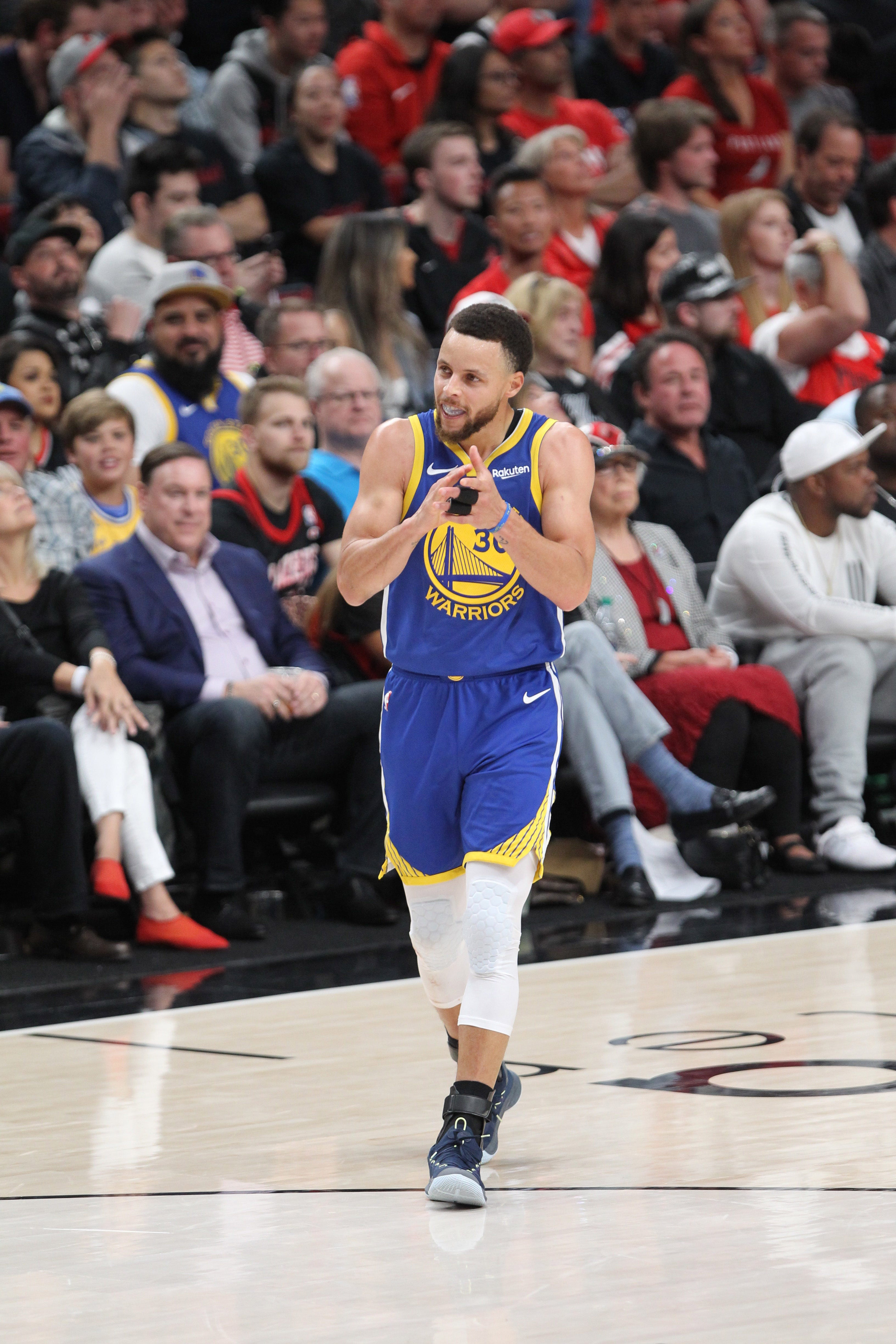 Warriors bury Blazers with another big quarter for 3-0 series lead