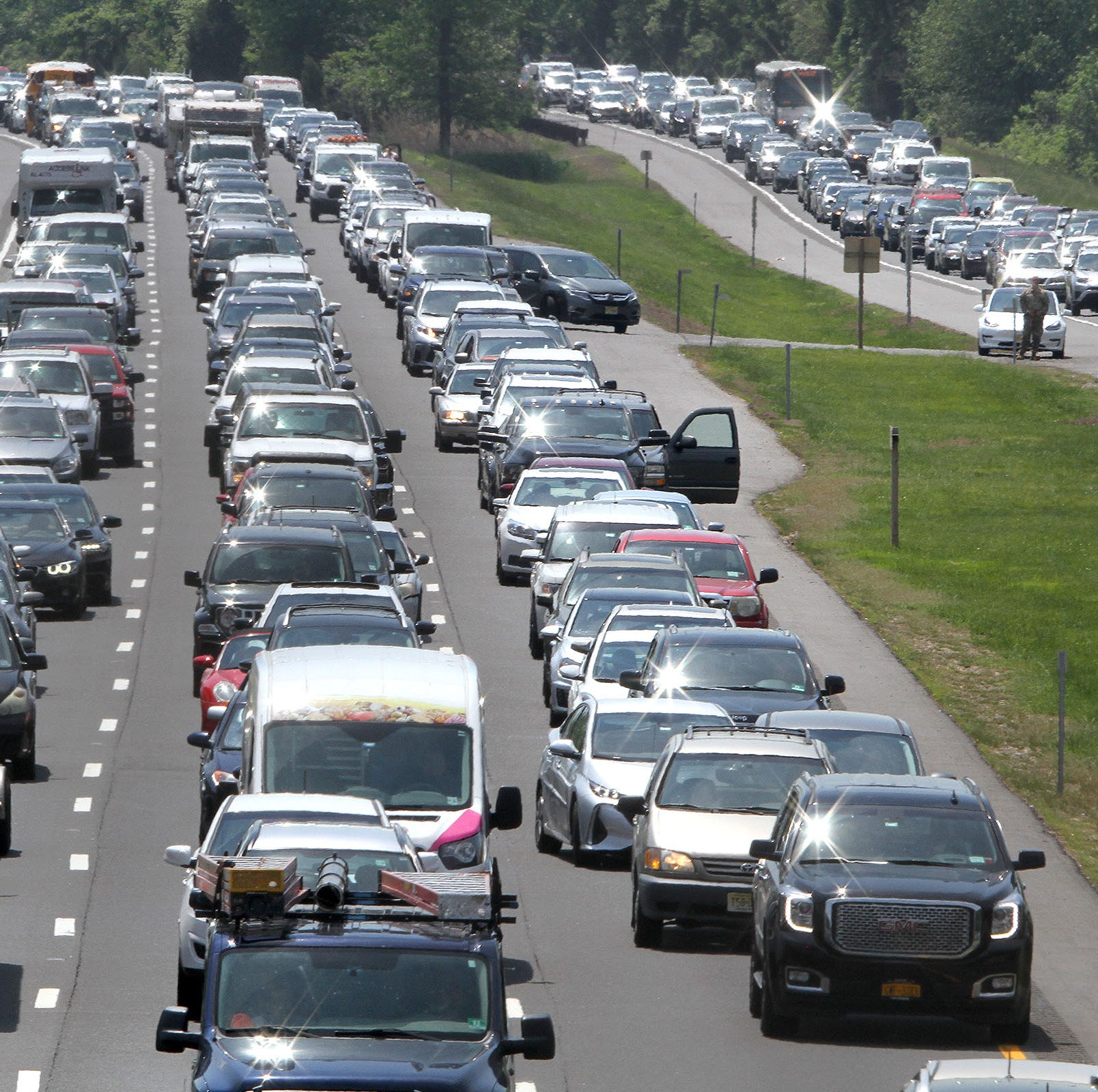 Garden State Parkway lanes reopened after power lines injure 2