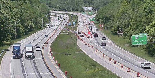 A new traffic pattern recently implemented in the Interstate-275 construction zone near the Combs-Hehl bridge included the introduction of a westbound contraflow lane.
