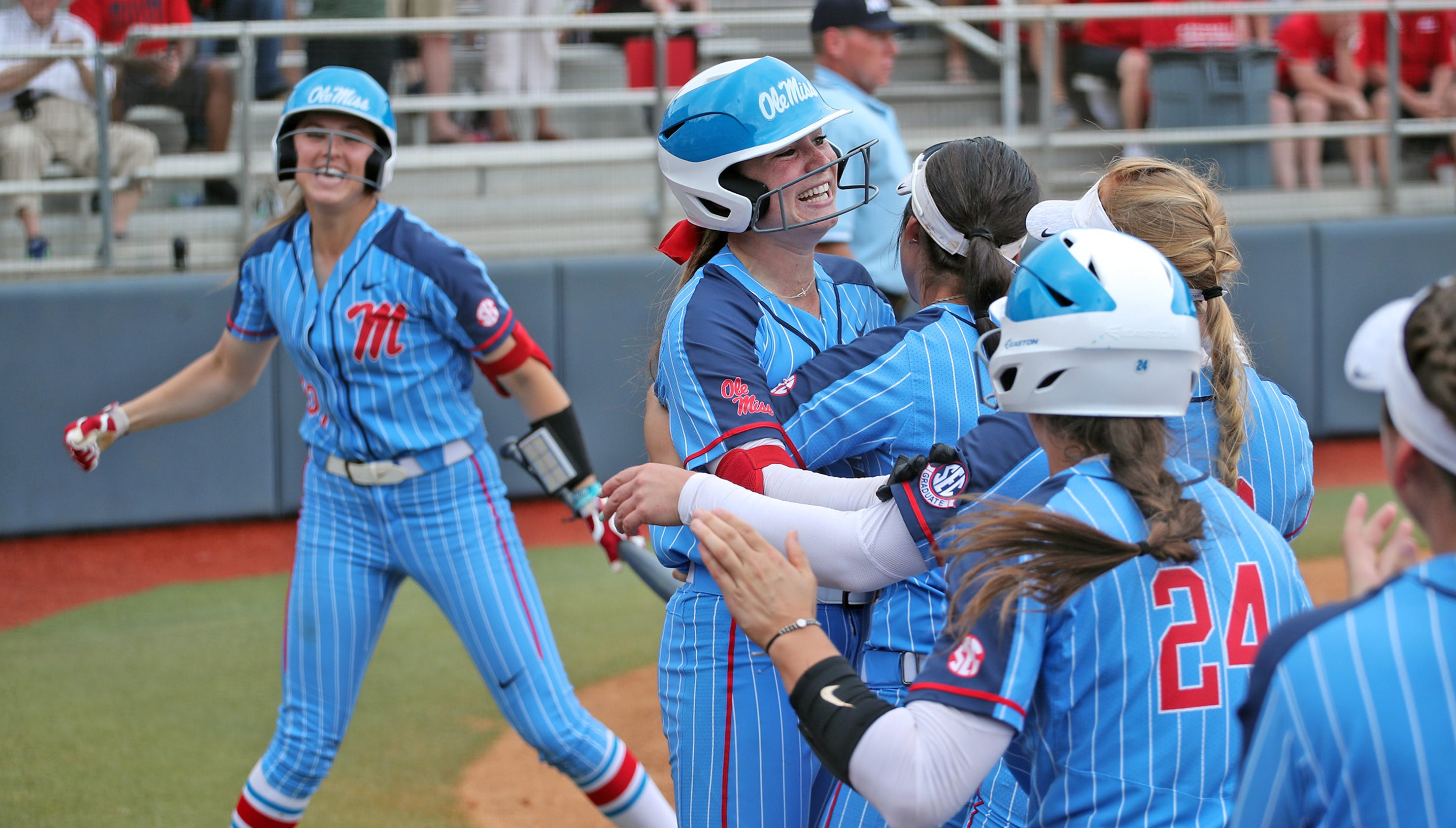 Ole Miss softball comes from behind to beat Louisiana, advances to Super Regionals for first time since 2017