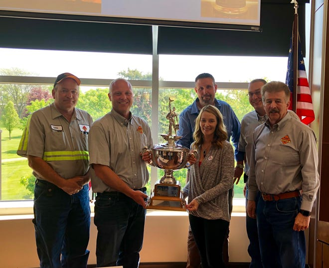 Park Enterprise Construction Co., Inc. was awarded theJohn F. Lacey Memorial Safety Award.From left,Lynn Goodman, operations superintendent;Eric Park, president;Jessica Warner, project manager, Marion Area Chamber/Marion Area Safety Council;Spencer Householder, steering committee chair, Marion Area Safety Council andPeacock Water;Jeff Fairchild, seniorproject manager;and Ed Danner, safety director.
