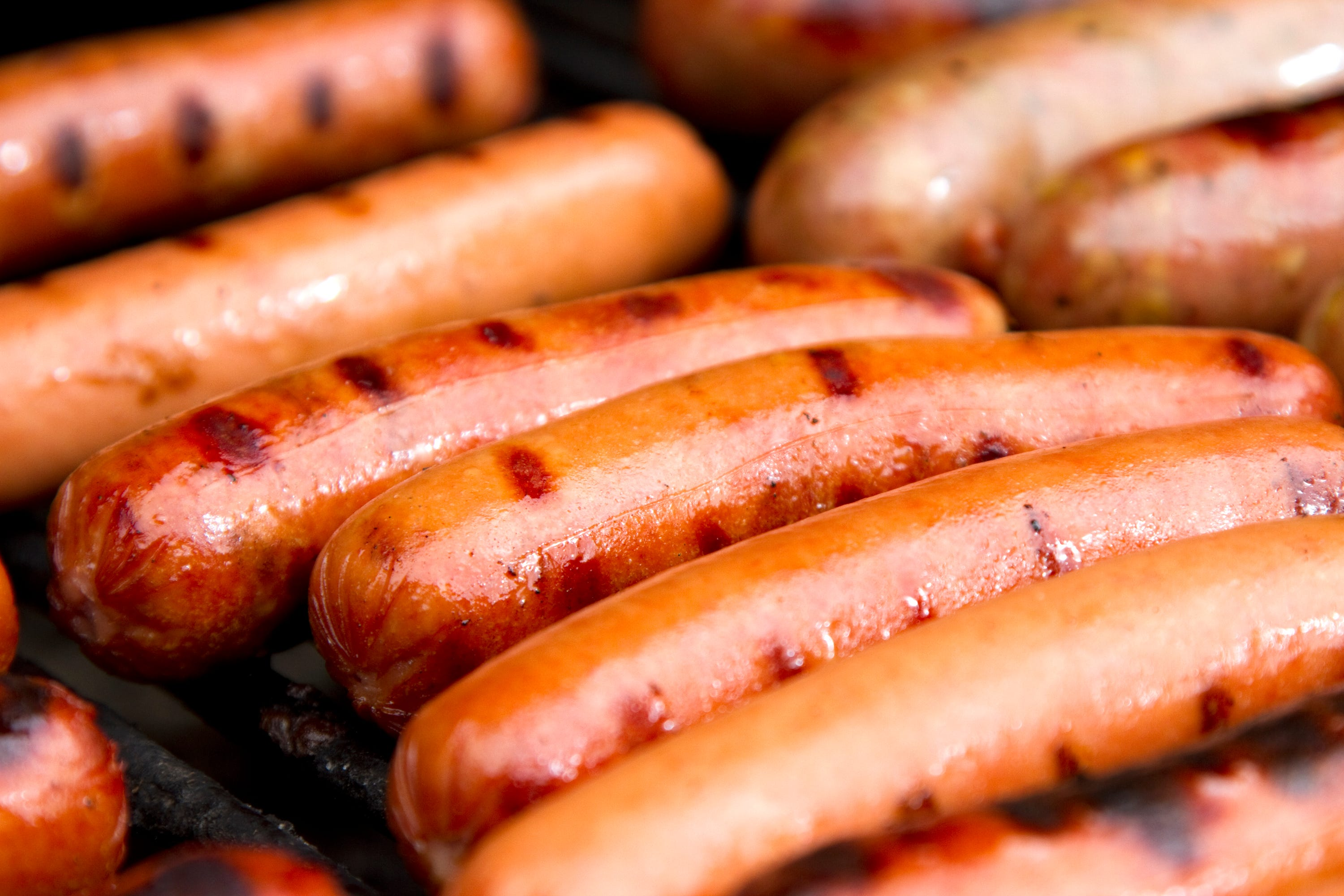 usatoday.com - Zlati Meyer, USA TODAY - Food safety: 1 ton of hot dogs recalled due to concerns about metal pieces