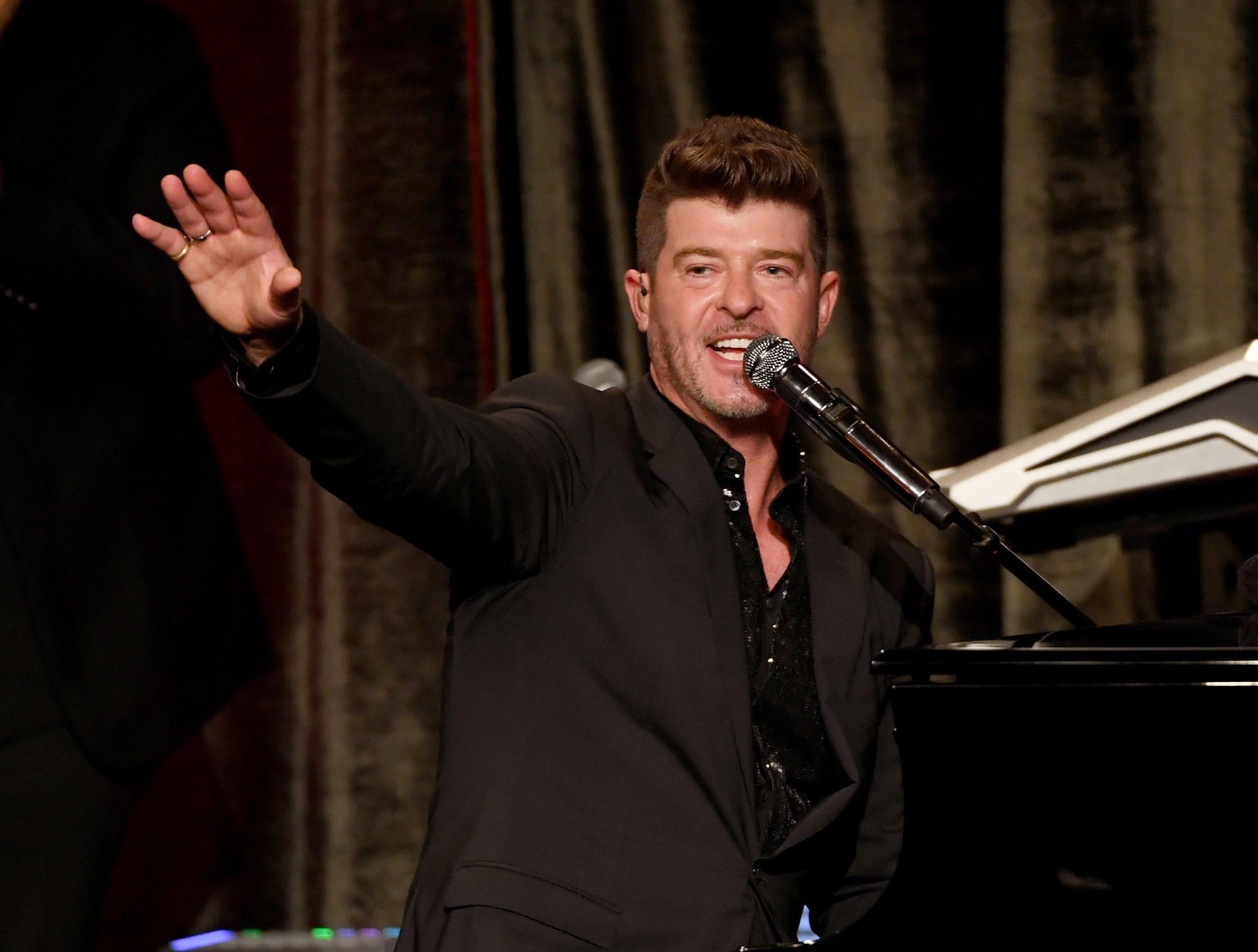 BEVERLY HILLS, CALIFORNIA - MAY 19: Robin Thicke performs onstage at the American Icon Awards at the Beverly Wilshire Four Seasons Hotel on May 19, 2019 in Beverly Hills, California. (Photo by Kevin Winter/Getty Images) ORG XMIT: 775341900 ORIG FILE ID: 1150459066