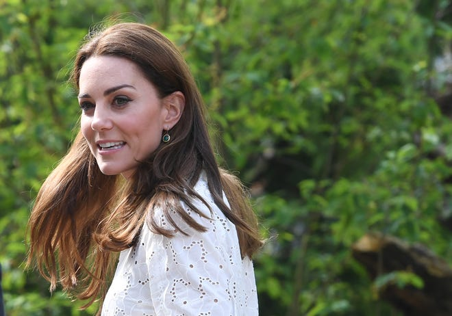 """Duchess Kate visits the Adam White and Andree Davies co-designed """"Back to Nature"""" garden on May 20, 2019."""