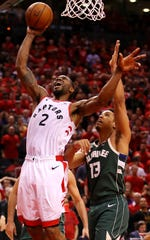 Kawhi Leonard  shoots the ball during overtime against the Bucks.