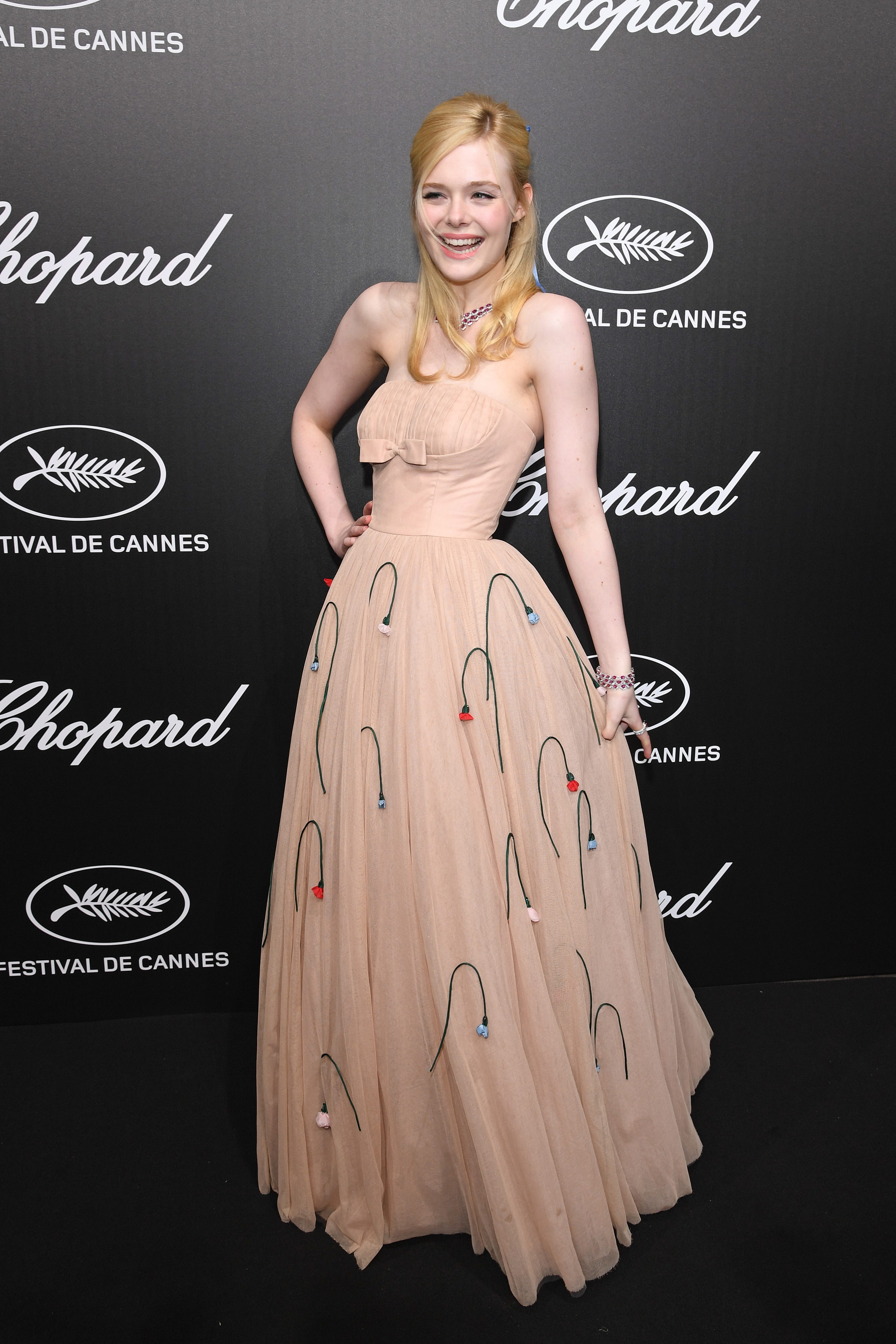 Dress Too Tight Elle Fanning Faints At Cannes Film Festival