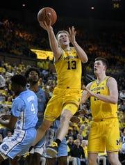 Michigan forward Ignas Brazdeikis (13) is keeping his name in the NBA Draft.