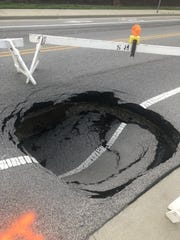 Sinkhole causes northbound lane closure on Oakhill Rd. in Evansville