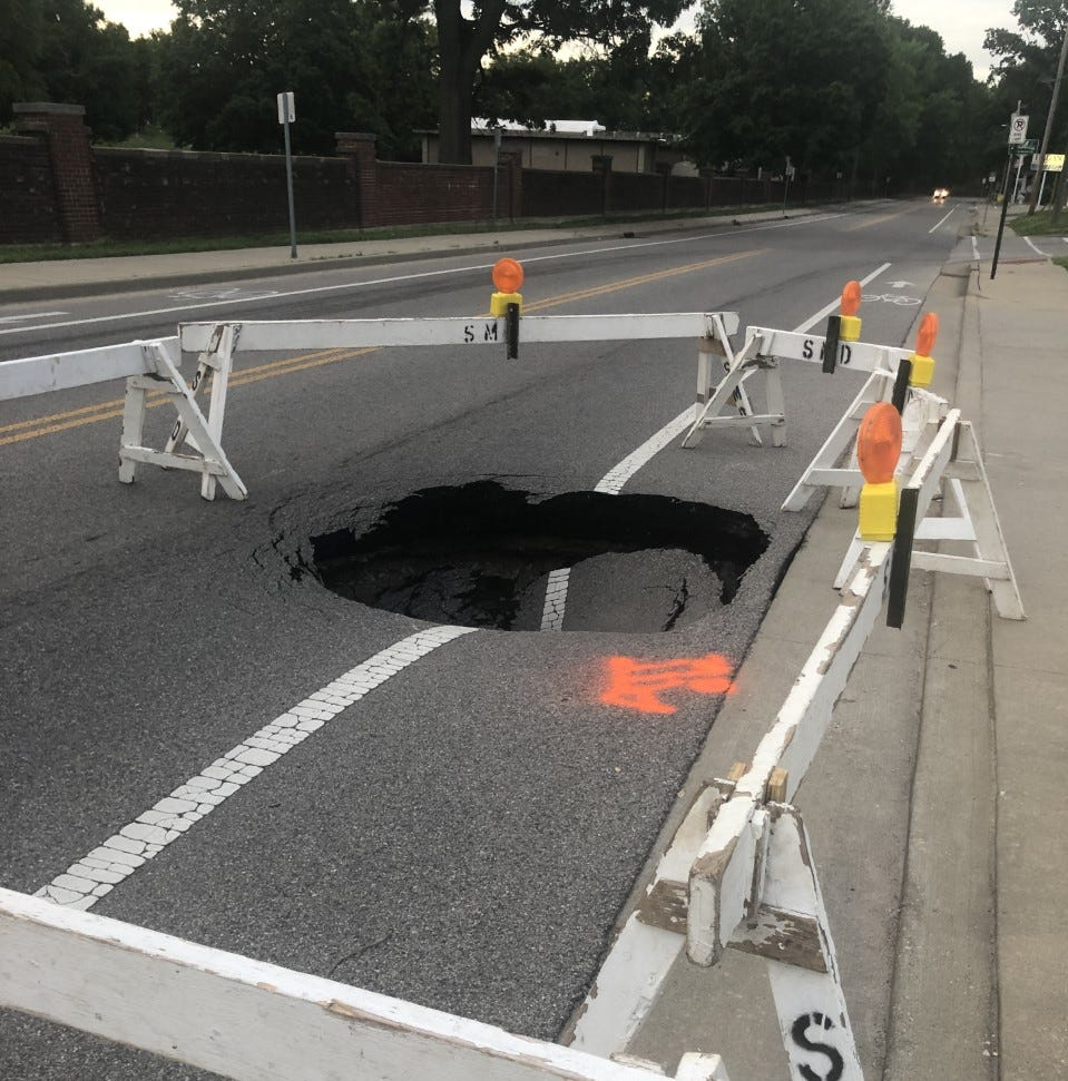 BREAKING: Sinkhole causes northbound lane closure on Oak Hill Road in Evansville