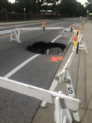 Sinkhole causes northbound lane closure on Oakhill Rd. in Evansville