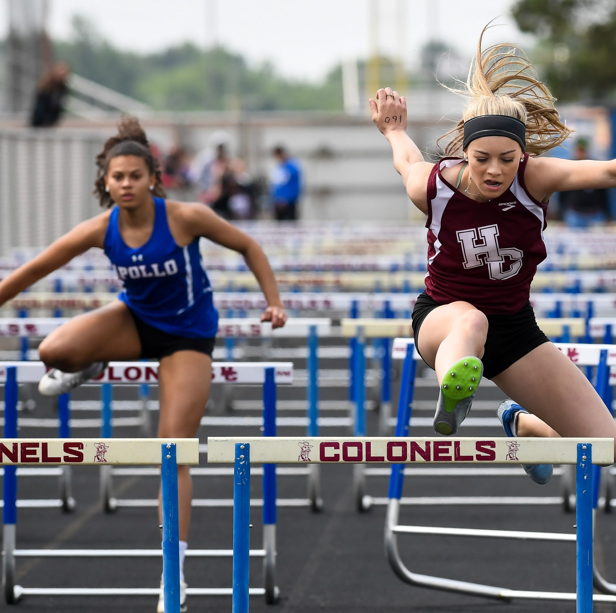 Natalia Davis, Isabella Tichenor place in four events as Henderson takes third in regional
