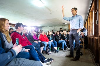 Watch presidential candidate Beto O'Rourke answer questions in Spanish from a member of the crowd during an event in Tipton, Iowa, May 21, 2019.