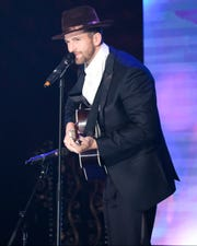 "Knoxville's Jed Wyatt performs for the Mr. Right pageant on ""The Bachelorette."""