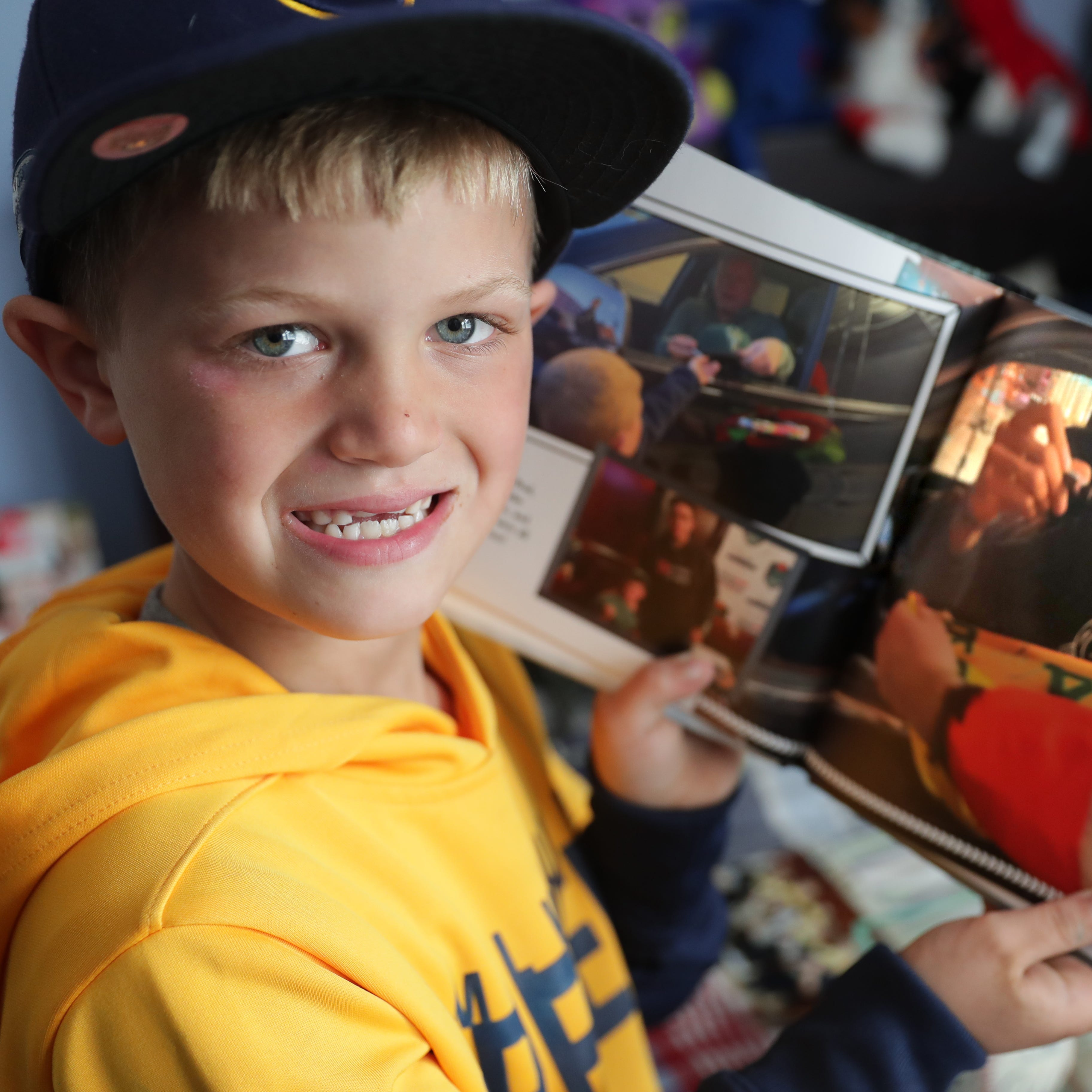 Stingl: 7-year-old Wauwatosa boy knows the tricks of getting Bucks and Brewers autographs