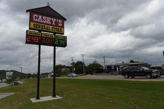 Gasoline prices are predicted to slowly fall over the Memorial Day weekend, according to GasBuddy petroleum analyst Patrick DeHaan.