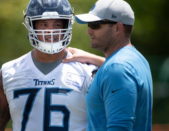 Titans offensive line coach Keith Carter, left, speaks with guard Rodger Saffold during practice on May 21, 2019.