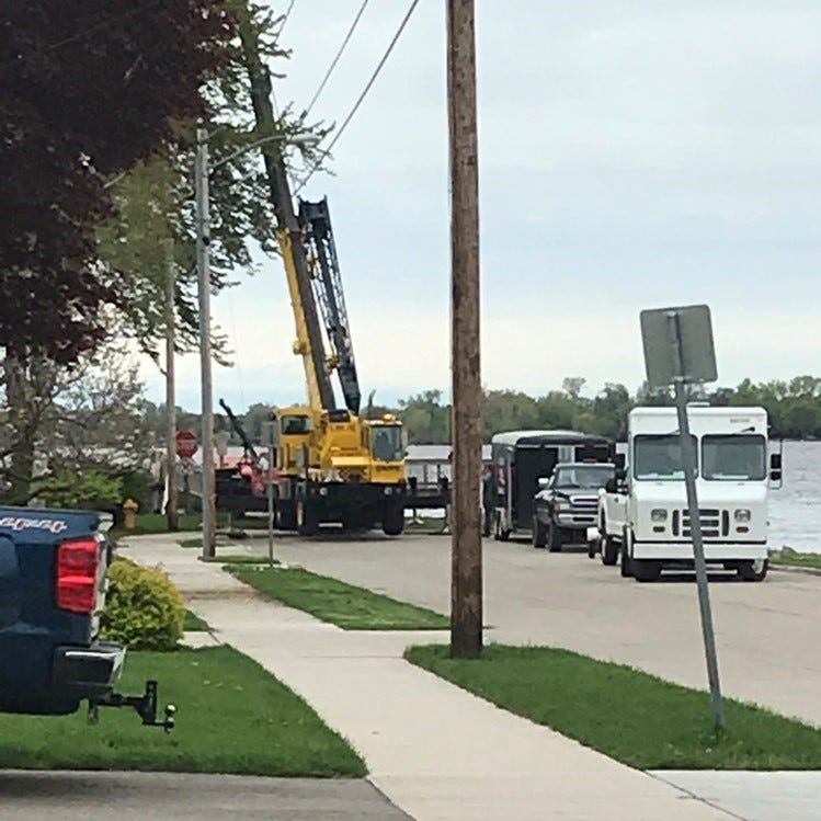 Oshkosh police investigate a body found in a vehicle in Lake Winnebago