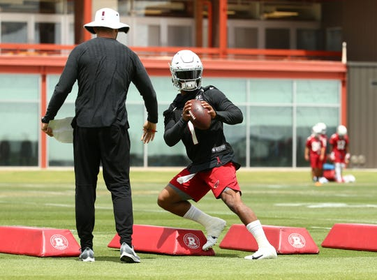 Cardinals head coach Kliff Kingsbury watches rookie quarterback Kyler Murray during OTAs on May 20.