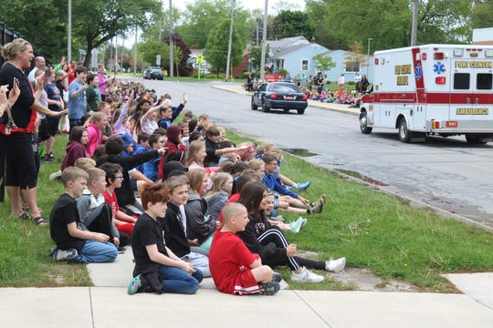 Bataan Memorial elementary students celebrate the start of Right to Read Week in a big way with a parade in front of the school.