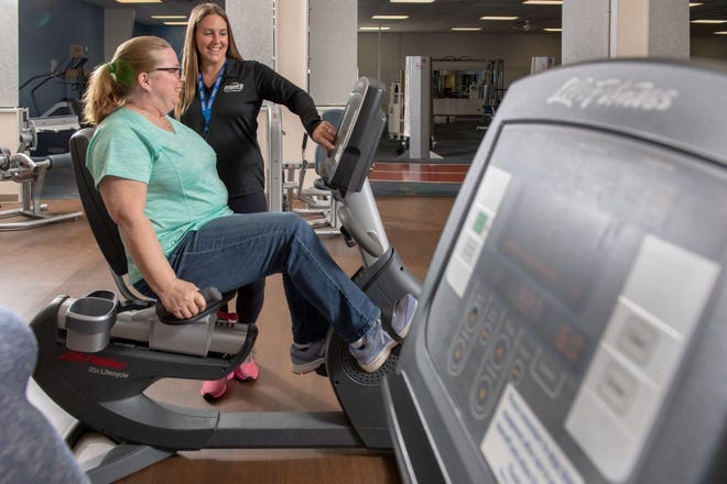 Inspira LIFE participant Karen Barry works out with assistance from Inspira PREP program coordinator Marie Goeller.