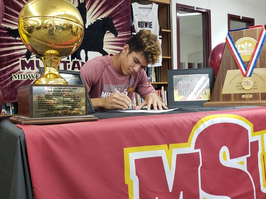 Bowie senior Daniel Mosley signed a letter of intent to play basketball at Midwestern State University on Tuesday.