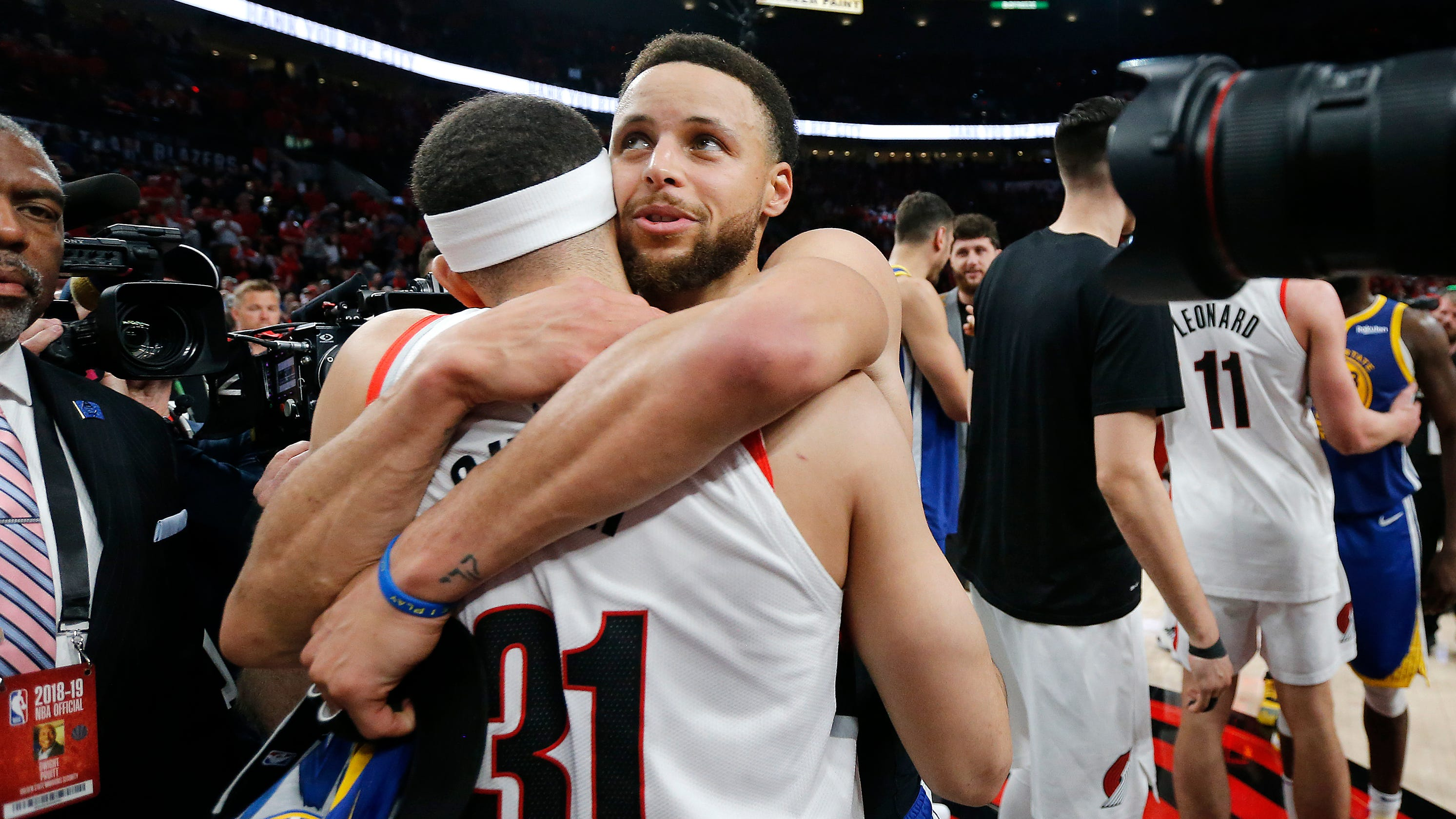 a49e3c3cbfe NBA playoffs: Steph and Seth Curry share moment after Warriors sweep