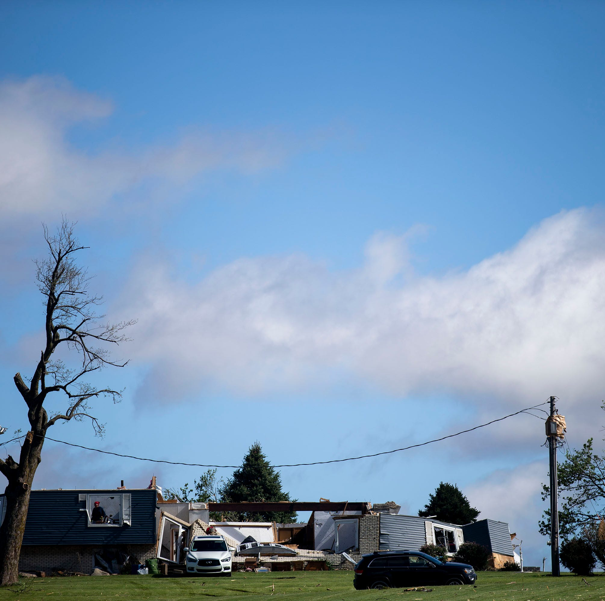 Surprise overnight tornado kills 1 and leaves behind tales of terror in rural central Iowa