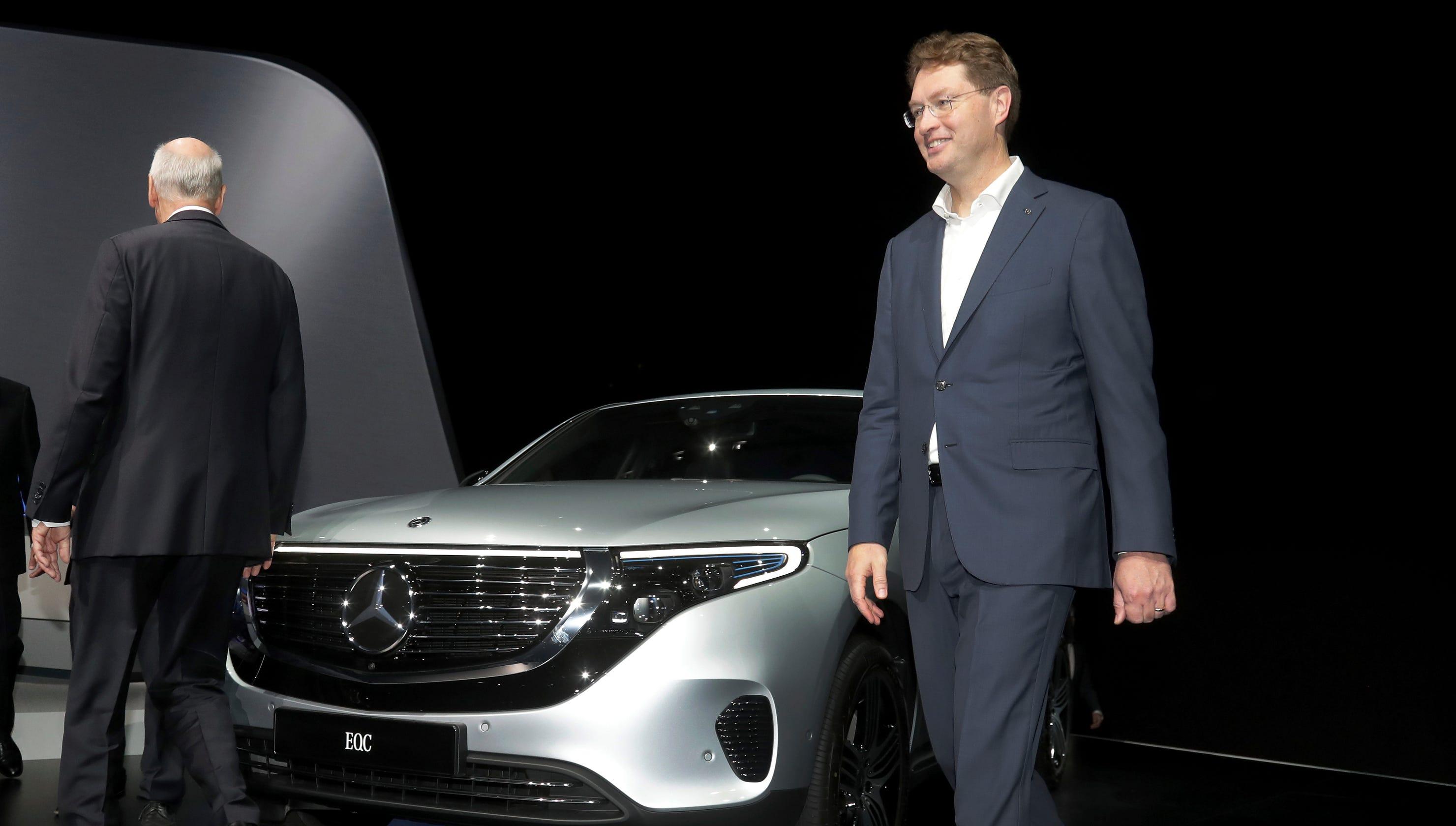 Daimler CEO Zetsche hands off to successor amid tech change